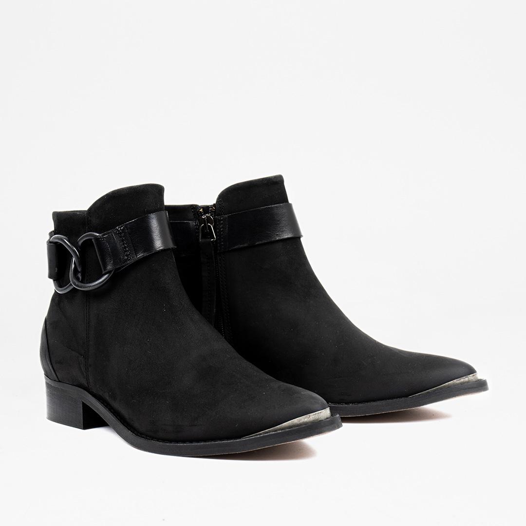Style: Wary Black